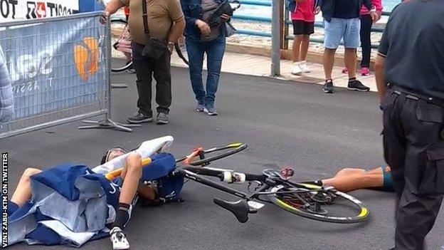 Luca Wackermann and Etienne van Empel on the ground after the crash