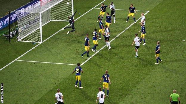 Toni Kroos scores for Germany against Sweden