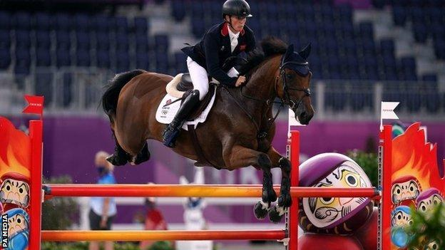 Tokyo Olympics: Great Britain eventers win team gold and Tom McEwen claims individual silver thumbnail