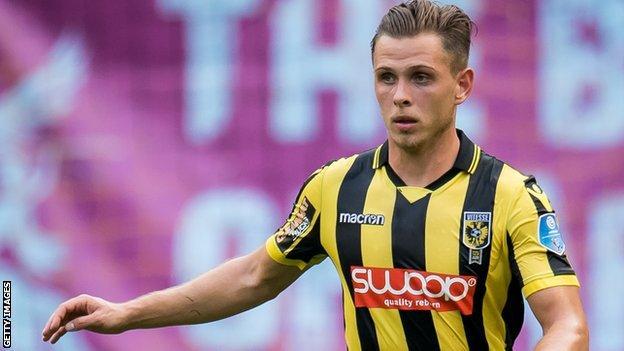 Charlie Colkett in action for Vitesse