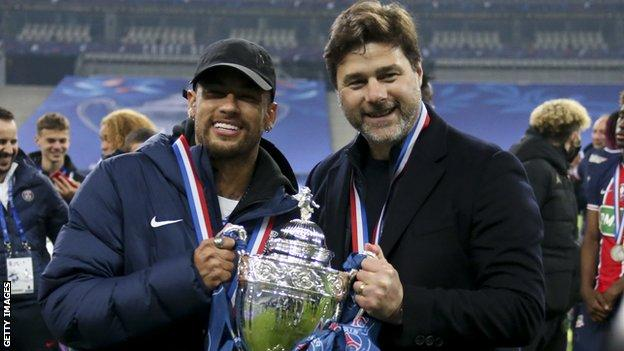 Mauricio Pochettino and Neymar hold up the French Cup