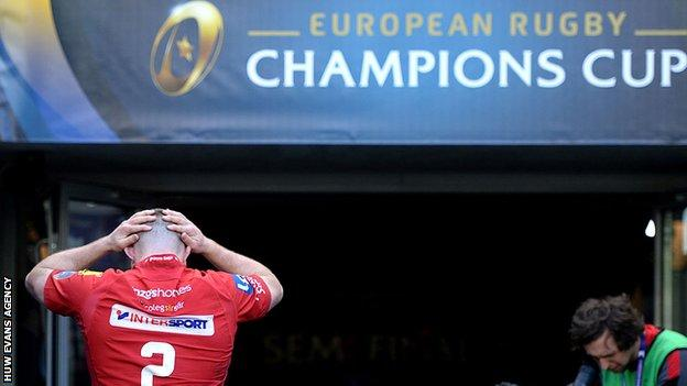 Ken Owens holds his head in his hands as he walks down the tunnel after Scarlets' heavy defeat by Leinster in the semi final of the 2017-18 European Champions Cup