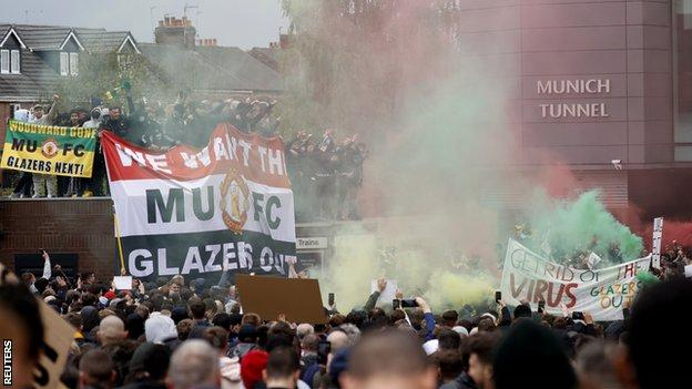 Manchester United protests: Emotions have been simmering for 16 years thumbnail