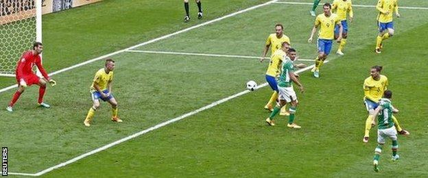 Wes Hoolahan scores for Ireland