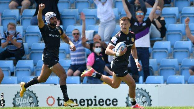 Henry Slade scores Exeter's fourth try against Newcastle