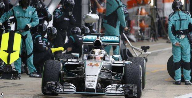 Lewis Hamilton pit-stop
