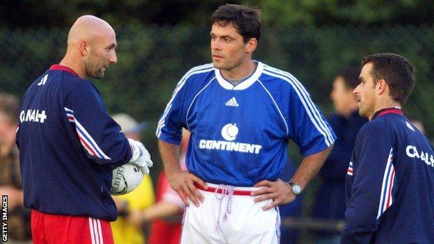 Bruno Martini (centre) alongside Fabien Barthez (left)