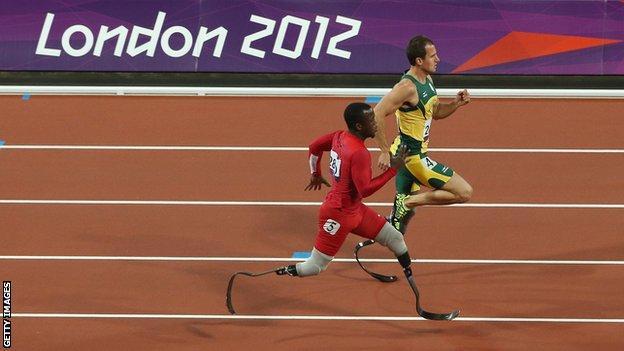 Blake Leeper Arnie Fourie T44 200m London 2012 Paralympics