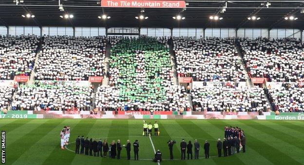Stoke City fans pay their respects to Gordon Banks