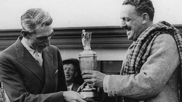 Tommy Armour (left) being presented with the Claret Jug by the Earl of Airlie