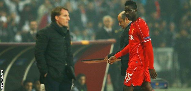 Mario Balotelli looks at Liverpool manager Brendan Rodgers with anger after being substituted in the Europa League match with Besiktas in 2015