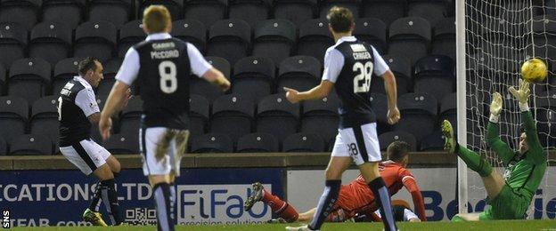 Mark Stewart scores for Raith Rovers against St Mirren