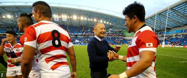 Eddie Jones (centre) congratulates Japanese players after beating South Africa