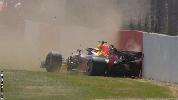 Verstappen crashes