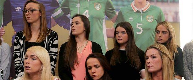 Stephanie Roche, Aine O'Gorman and Emma Byrne (front row) with members of the Republic of Ireland women's squad