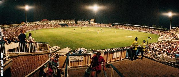 The first day-night county match played in Britain, Warwickshire v Somerset in July 1997
