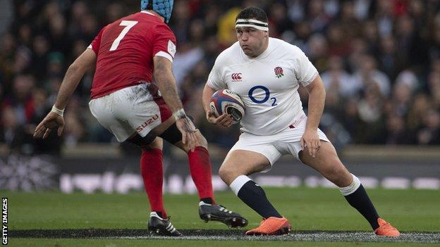 Jamie George tries to avoid a tackle from Wales' Justin Tipuric