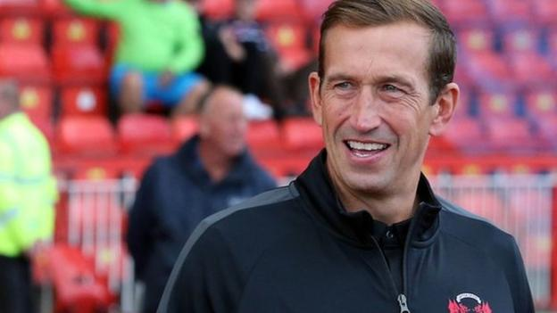 Leyton Orient boss Edinburgh passes away aged 49 thumbnail