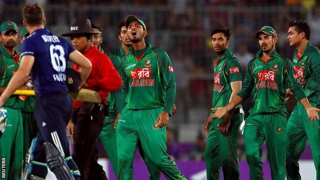 Jos Buttler and Bangladesh players