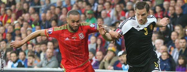 Ashley Richards battles Jan Vertonghen for the ball
