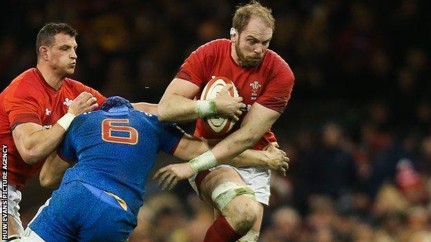 Alun Wyn Jones is tackled by Wenceslas Lauret