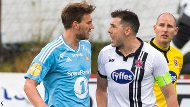 Rosenborg striker Nicklas Bendtner squares up to Dundalk captain Brian Gartland