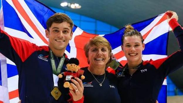 Diving World Series: Tom Daley & Grace Reid win mixed 3m synchro gold in London thumbnail