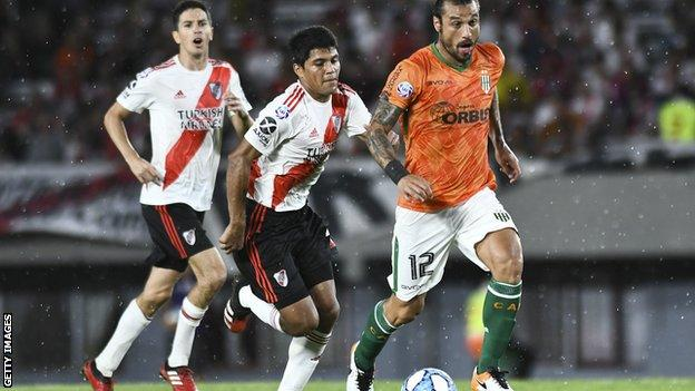 Dani Osvaldo playing for Argentinian side Banfield against River Plate