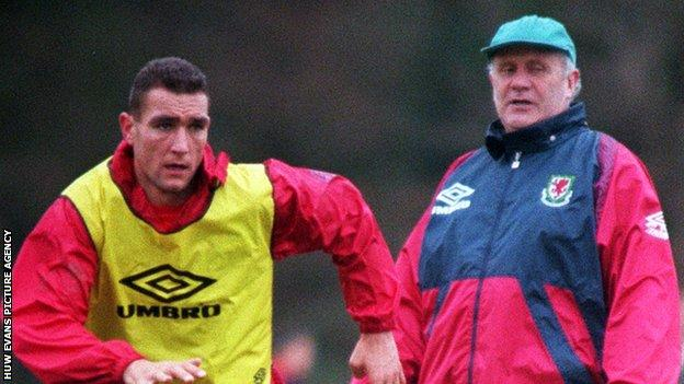 Mike Smith (right) with Vinnie Jones