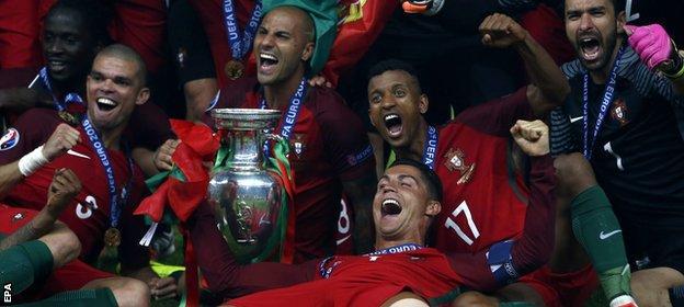 Cristiano Ronaldo celebrates with team mates