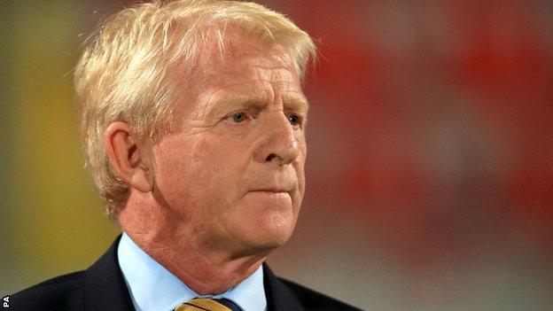 Gordon Strachan looks on as Scotland beat Malta 5-1