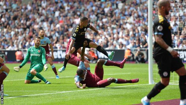 Gabriel Jesus scorES for Manchester City against West Ham