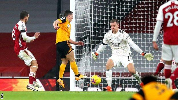 Daniel Podence scores for Wolves against Arsenal