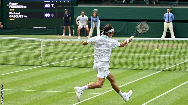 Roger Federer hits a return against Richard Gasquet