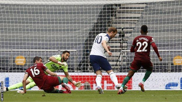 Harry Kane scores
