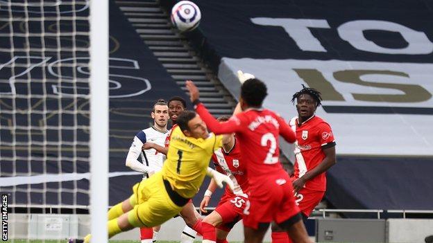 Gareth Bale scores for Tottenham