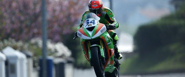 Alastair Seeley at Dhu Varren on his pacesetting Supersport machine