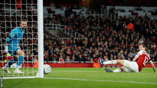 Stephan Lichtsteiner scores his first goal for Arsenal