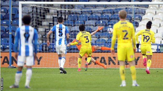 Joe Jacobson scores for Wycombe