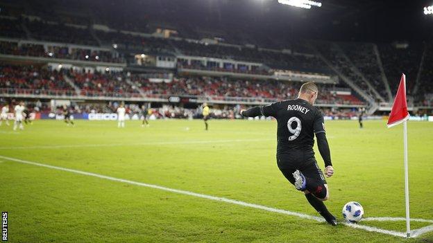Wayne Rooney takes a corner