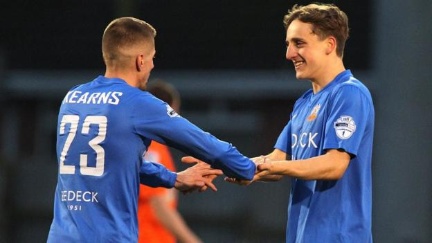 Daniel Kearns scored one goal and Joel Cooper two as Glenavon beat Linfield 3-2 at Mourneview Park