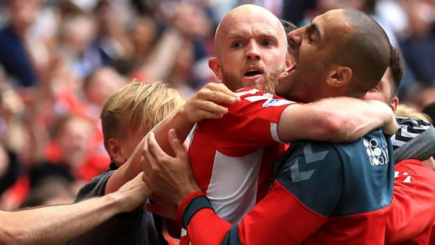 League One play-off final: Charlton Athletic 2-1 Sunderland thumbnail
