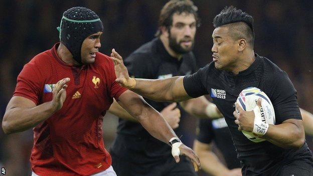 Thierry Dusautoir looks to tackle Julian Savea