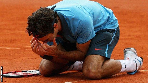 Roger Federer winning French Open in 2009