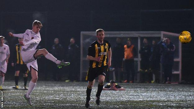 Jack Smith smacks home a volley for East Kilbride on 40 minutes