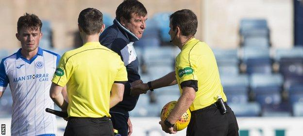 Tommy Wright exchanges words with referee Alan Muir