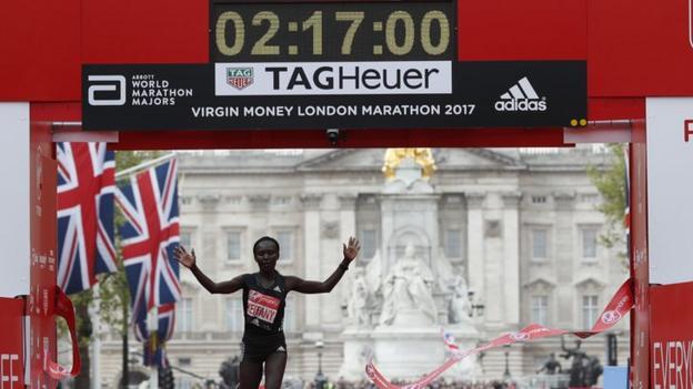 Mary Keitany breaking the world record at the 2017 London Marathon