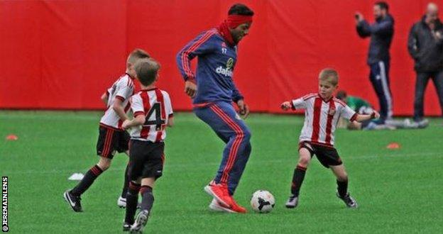 Jeremain Lens (centre) trains with under-eights
