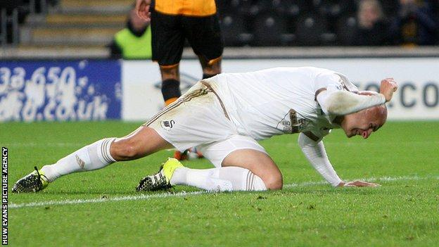 Jonjo Shelvey shows his frustration against Hull City