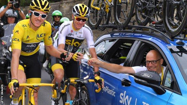 Geraint Thomas (left) won the Tour de France in 2018 under Team Sky boss Sir Dave Brailsford (right)